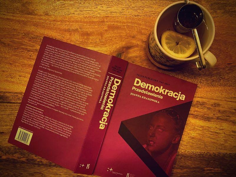 """Nagroda PTBT: """"Demokracja. Przedstawienia"""" jedną zdwóch najlepszych książek oteatrze"""